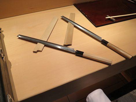 先が方形の長い包丁は刺身包丁