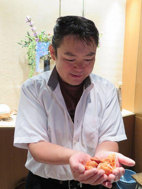 赤貝、伊藤さんが保持