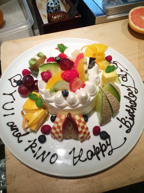 ホールケーキとフルーツの盛り合わせ
