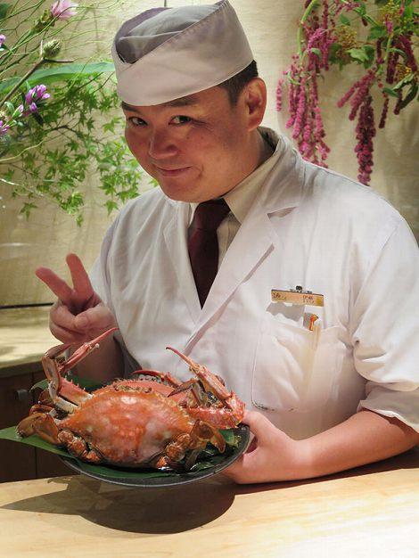 板前の伊藤さんがおすすめするのは 三河湾産のガサミ(ワタリガニ)です。