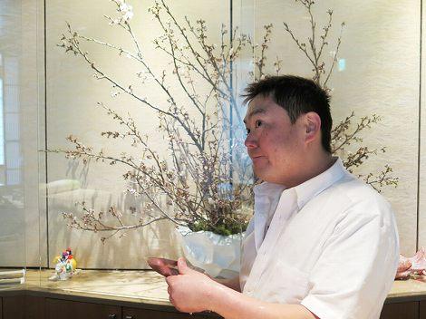 中央が桜(黄桃桜)、伊藤さん(板前)