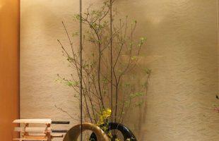 今週のお花は左からサラサドウダン、オンシジューム