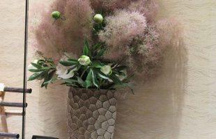 左からスモークツリー、芍薬(ラテンドレス)