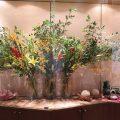 ソケイ(緑)、ヘリユニア(赤)、OTユリ(イエローウィン)、 オンシジューム(サンキストオレンジ)、ルドベキアの実