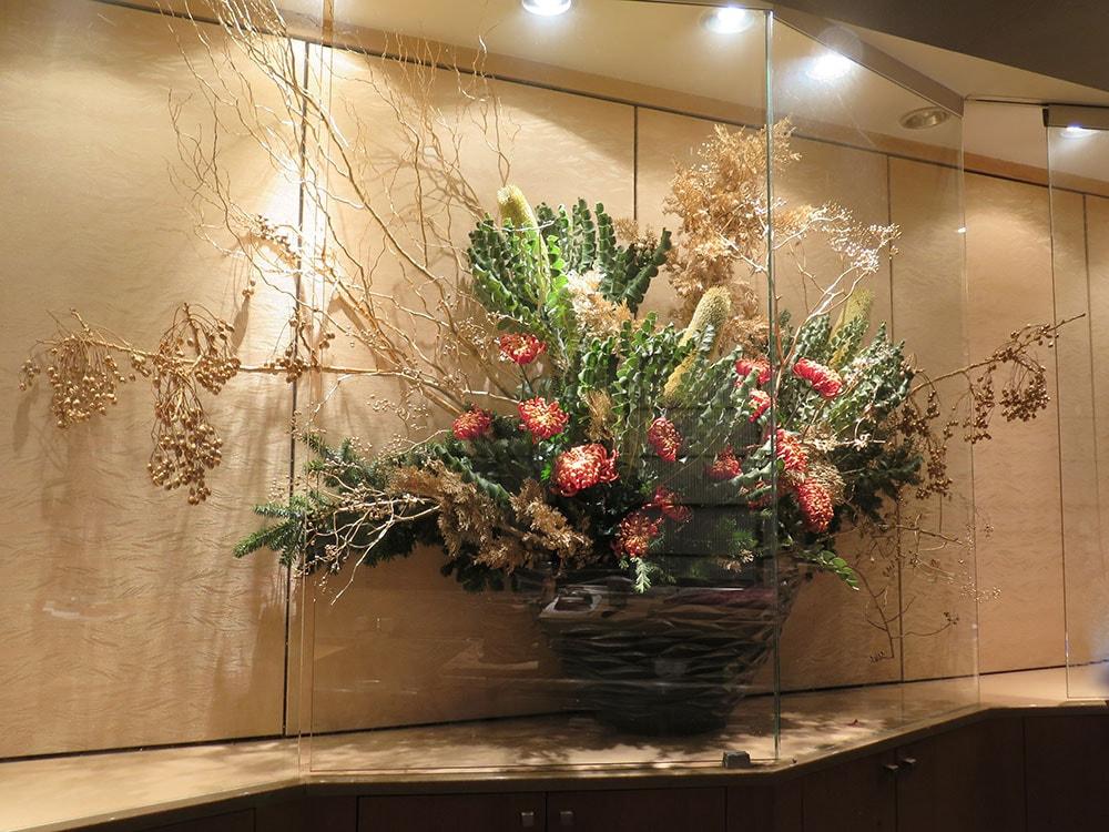 バンクシヤ、マム(オレンジ)、ゴールドの枝、ヒバ、モミノキ