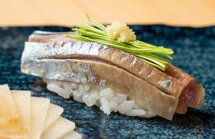 北海道産の秋刀魚の握り